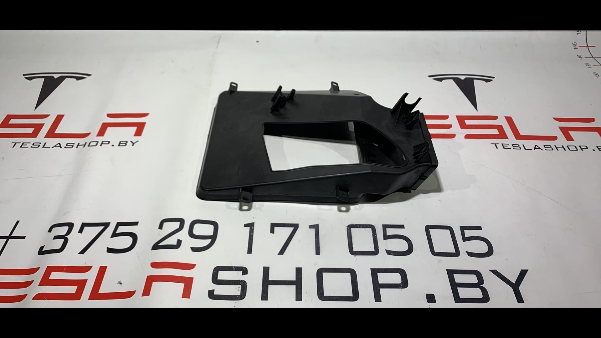 Дефлектор обдува салона Tesla  1038059-00-A,1011520-00-D