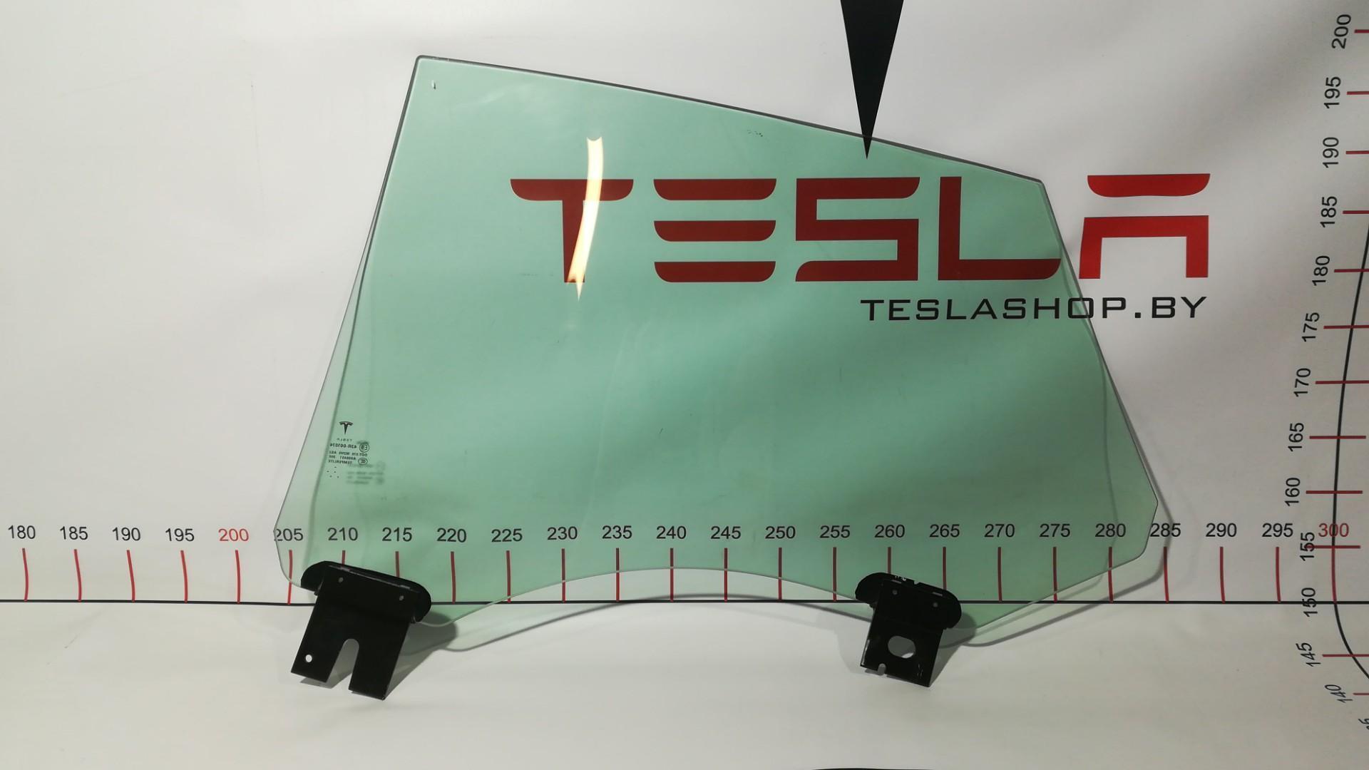 Стекло двери задней правой Tesla  6006571-00-D
