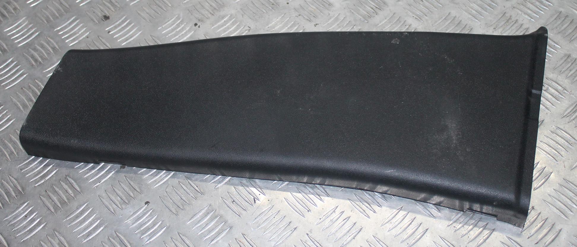 Обшивка стойки центральной левой (накладка)   A2036901153