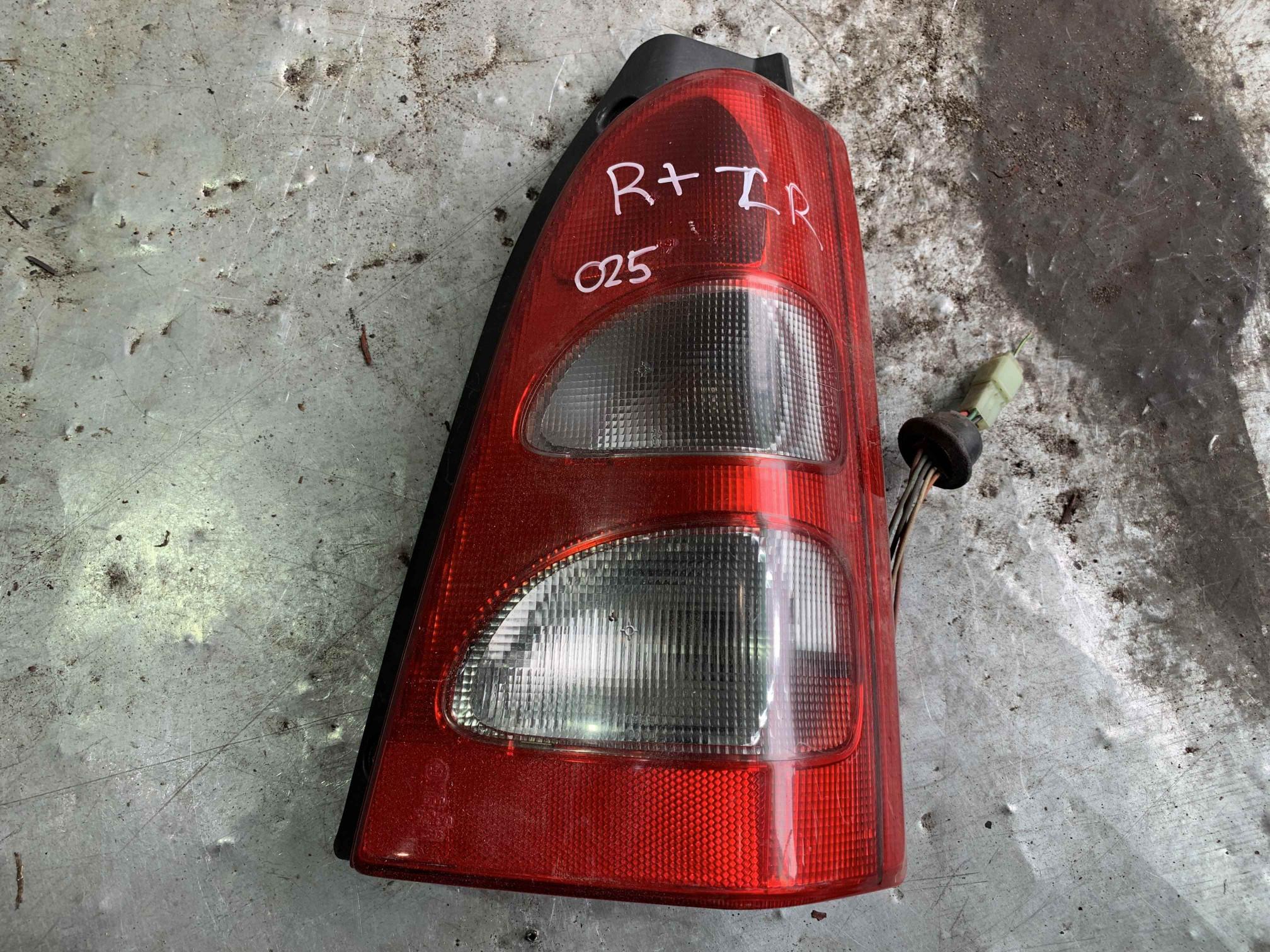 Фонарь задний правый Suzuki Wagon R2