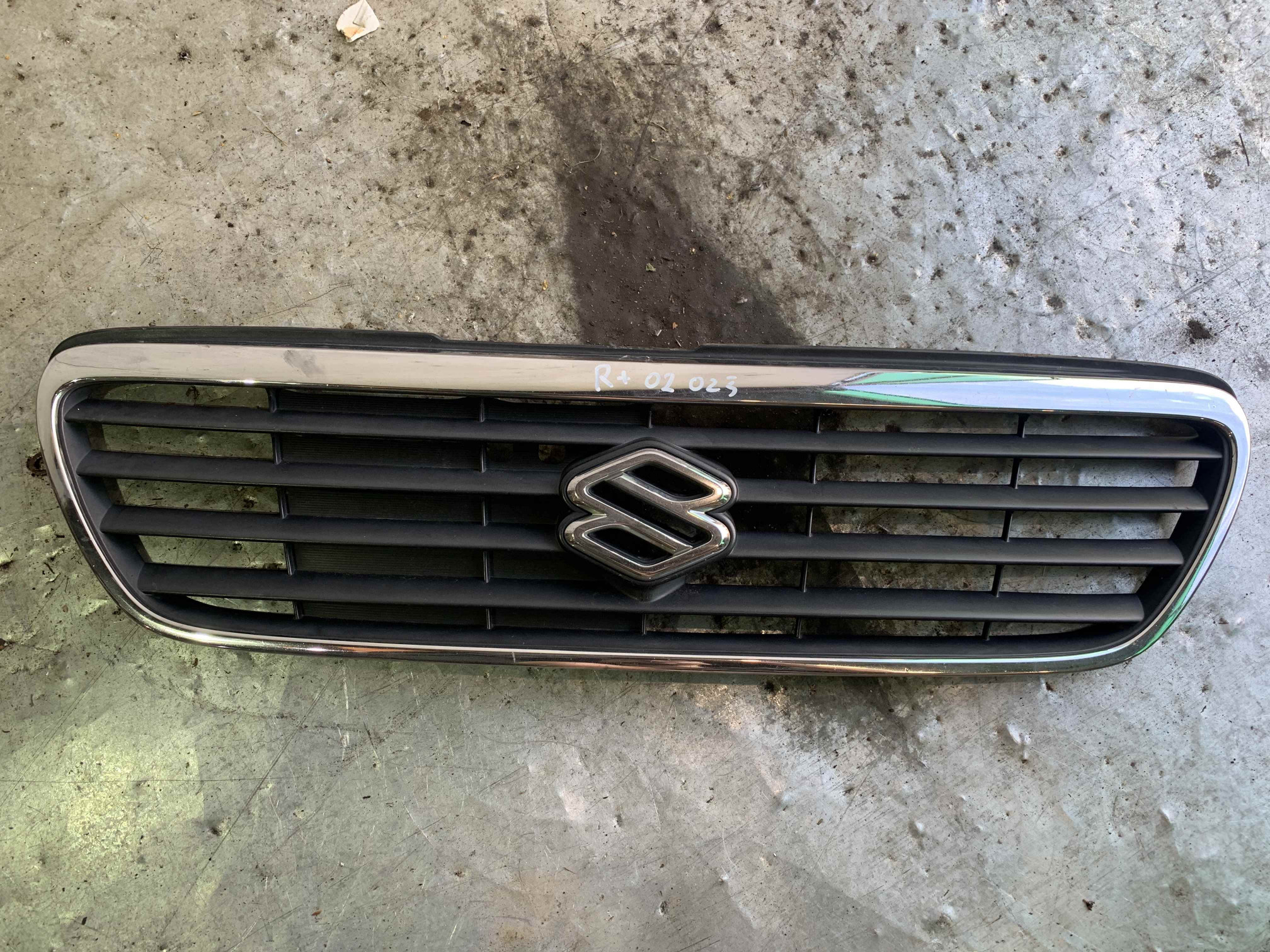 Решетка радиатора Suzuki Wagon R2
