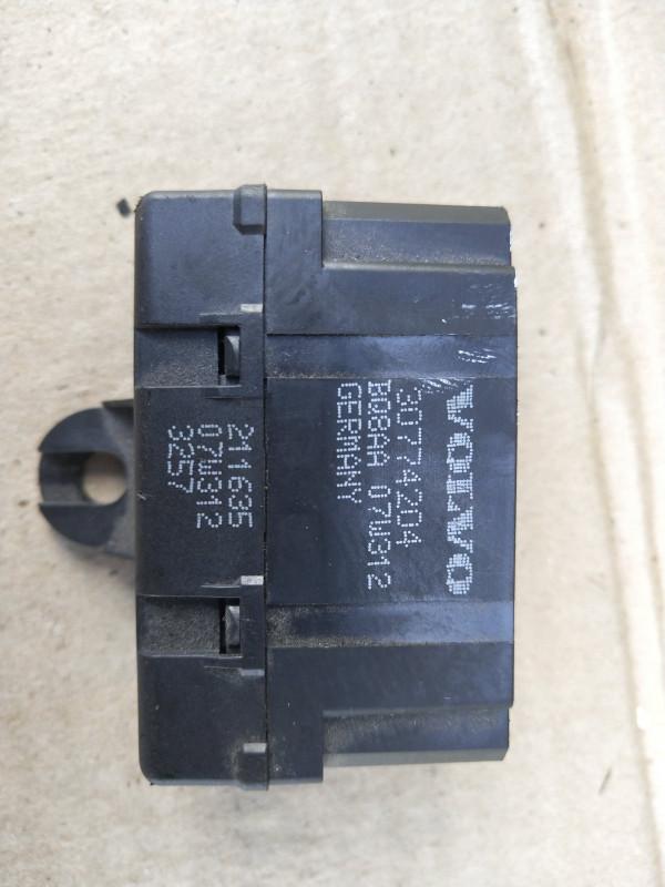 Блок управления подогревом сидений   30774204