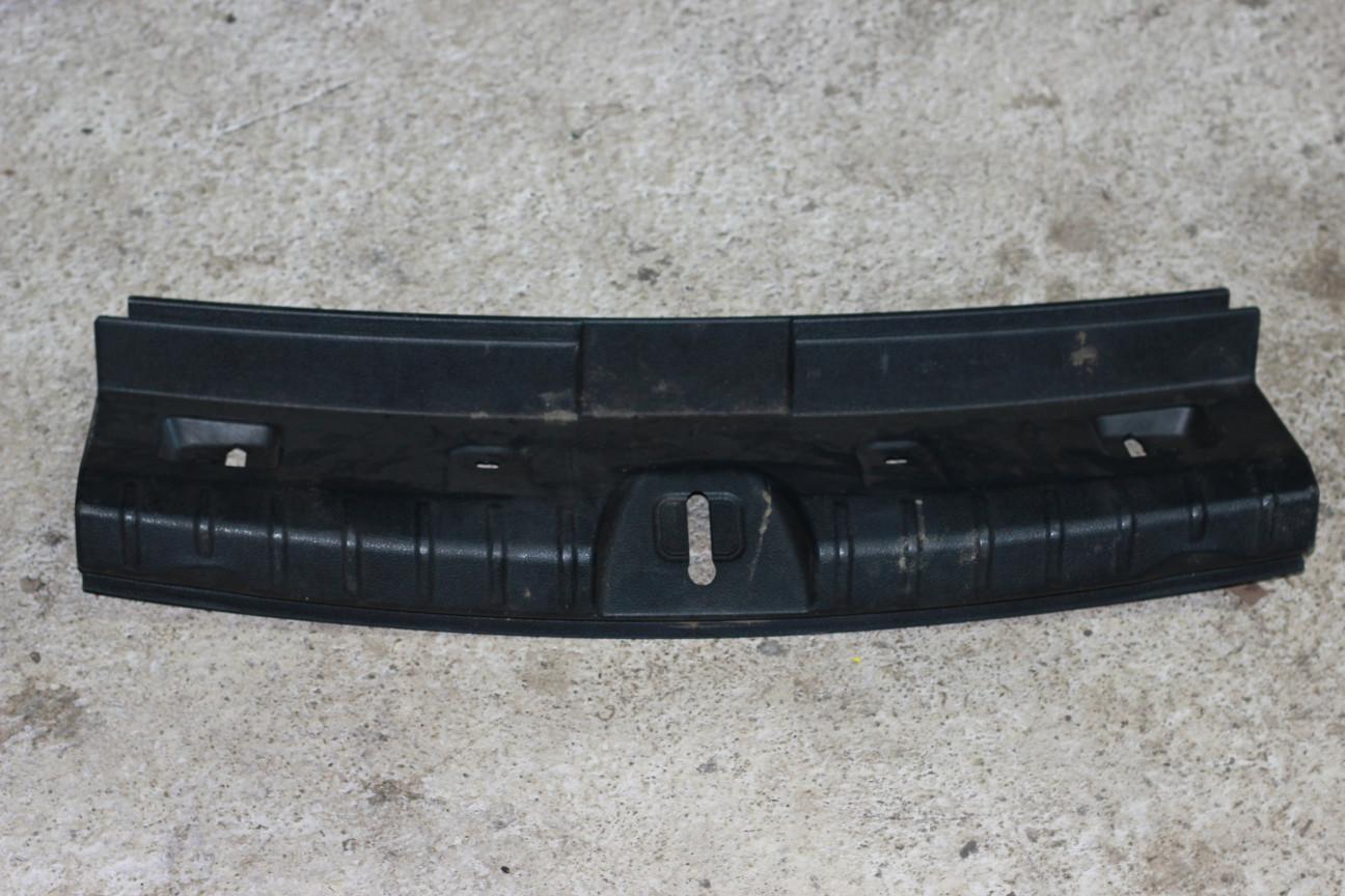 Накладка внутренняя на заднюю панель кузова   7221868