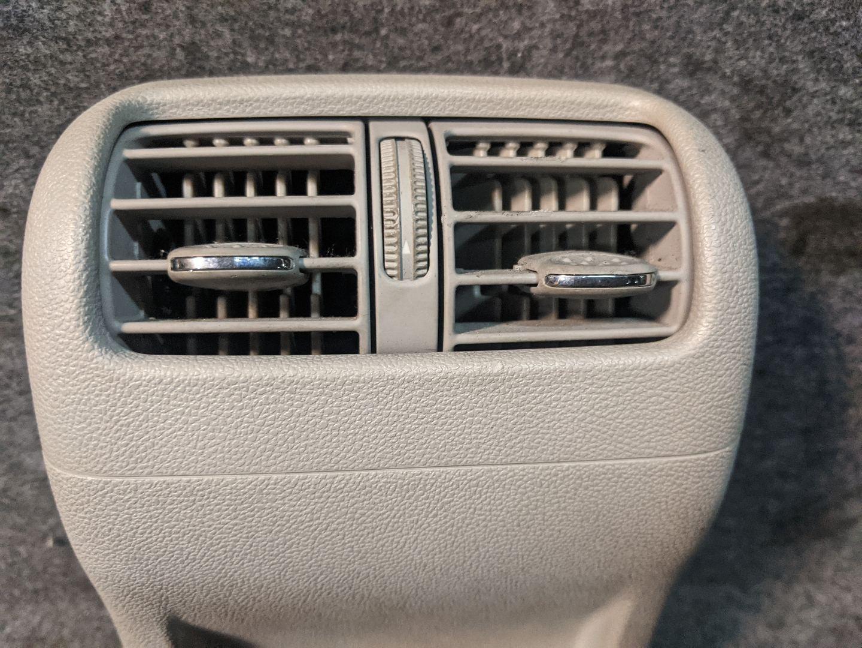 Дефлектор обдува салона Mercedes C W203 A2036831508,2036831508